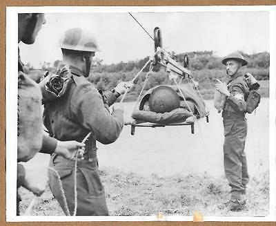 1942 Northern Ireland Using Breeches Buoy to Move Wounded Original News Photo