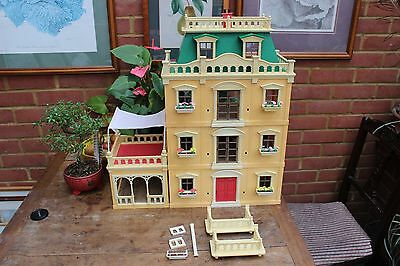 VINTAGE SYLVANIAN FAMILIES DOLLS HOUSE AND FURNITURE, 1980s