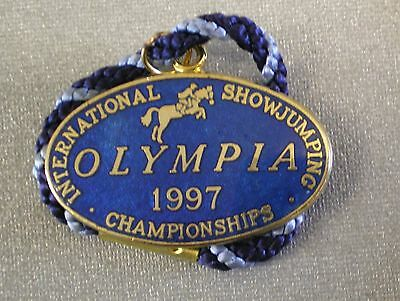 OLYMPIA 1997 INTERNATIONAL SHOWJUMPING Enamel Badge with Cord HORSES EQUESTRIAN