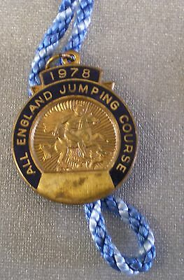 ALL ENGLAND JUMPING COURSE 1978 Enamel Badge with Cord EQUESTRIAN SHOWJUMPING
