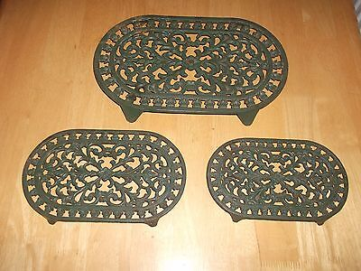 Lovely Vintage Set Of 3 Green Cast Iron Fern Decorated Trivets