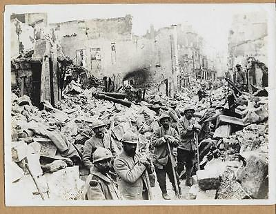WWI French Clearing Rubble From Streets in Town Verdun 6x8 Original News Photo