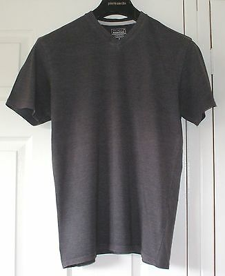 Mens plain grey v-neck t-shirt from Primark, size Small