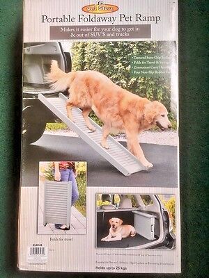 PORTABLE FOLDING PET RAMP - Maximum weight capacity: 25kgs