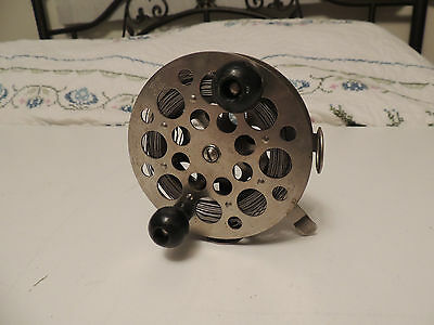 Vintage Pflueger Taxie 3128 Fishing Reel with wire line
