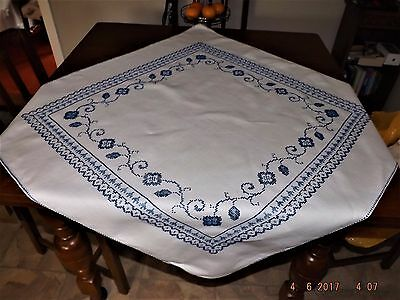 ANT IRISH HEAVY LINEN TABLECLOTH 34ins sq DETAILED  CRISP  BLUE AND WHITE MINT