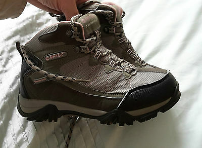 Childrens walking hiking boots UK Size 3 Euro  35 excellent condition, Hi-Tec