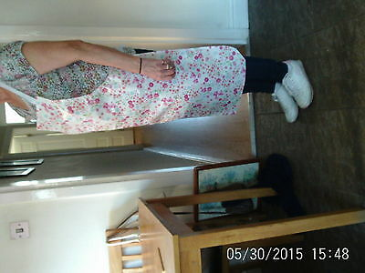 """Pretty Wipe Clean Full Length Apron White With Pink&blue Floral Design 33"""" Long"""