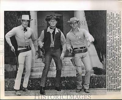 1959 Press Photo Actors John Russell & Peter Brown with LA Dodgers Don Drysdale