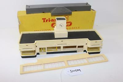 Triang TT Scale T.25 Station Booking Hall & T.22 Steps FNQHobbys SW509