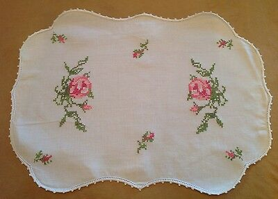 Vintage Oval Large Doily, Flower And Leaf Embroidery, Scalloped Edges