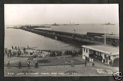 GSX Early Postcard, RMS Queen Elizabeth Passing Ryde Pier, Isle of Wight