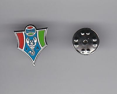 Gambia FA - lapel badge butterfly fitting