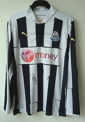 Newcastle United  Football Shirt Signed By Alan Shearer Size Large