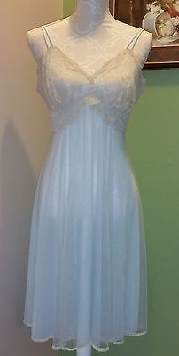 Vintage EUC 1960's Vanity Fair Nightie, Nightgown Size 36 Blue With Beige Lace