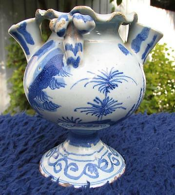 VERY RARE LONDON ( SOUTHWARK ? ) 17thC DELFT FLOWER VASE . CIRCA 1660