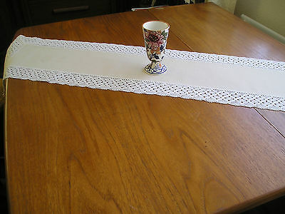 """Vintage Table Runner ~ Cream Linen With Lace Edging ~ 41"""" X 9"""""""