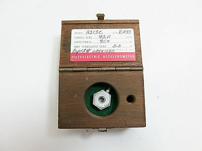 Endevco Corporation Accelerometer Model 2213C W/ Case 43.11 Pc/g 850 Pf 5.0 %