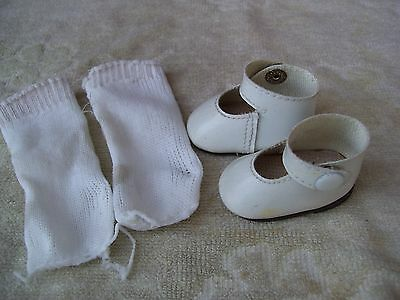 Alte Puppenkleidung Schuhe Vintage White Lashed Shoes Socks 45 cm Doll 5 1/2 cm