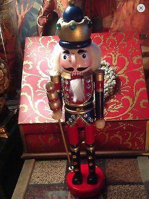 FANTASTIC NEW SOLDIER/KING NUTCRACKER, SIZE 15INCH (39cm). HAND PAINT/DECORATED