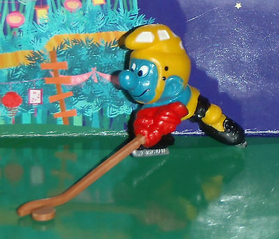 VINTAGE RARE HOCKEY PLAYER SMURF WITH A STICK & PUCK (no net) 1978 SMURF LOT