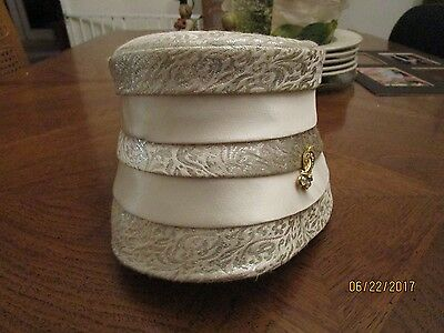 VINTAGE CUSTOM MADE WOMENS HAT 1960s SIGNED PILLBOX HAT SILVER BROCADE & JEWEL !