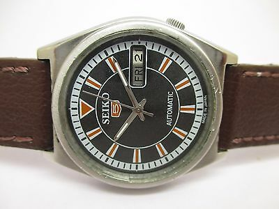 Vintage Men's Seiko 5 Automatic Day & Date Wrist Watch In Excellent Condition