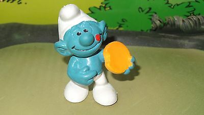 Smurfs Biscuit Smurf takes a bite of Yellow Cookie Rare Vintage Display Figurine