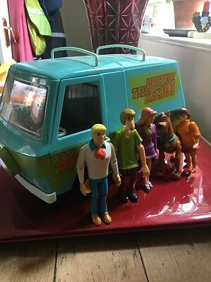 Very Rare Scooby Doo Battery Powered Mystery Machine Van And 5 Figures