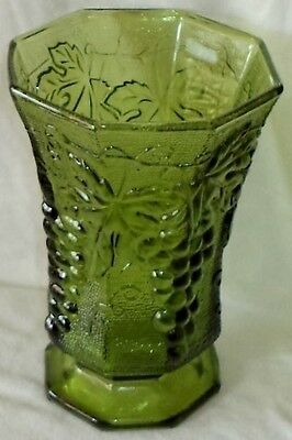 Anchor Hocking Dark Green Glass Footed Vase Grapes Vines Leaves