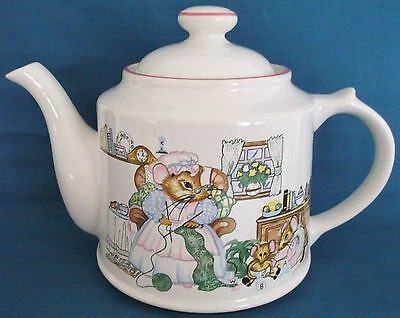 Wade Ceramics House Mouse Teapot Pink Trim Mouse Family Teaparty Country Kitchen