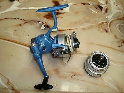 VINTAGE SHAKESPEARE 2400 ULTRA LIGHT SPINNING REEL made in Japan w/ Spare Spool