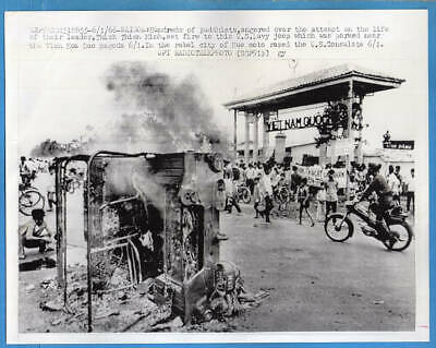 1966 Vietnam Buddhist Riot Over Assassination Attempt Saigon 7x9 Press Photo