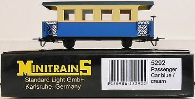Minitrains 5292 - Passenger Car Blue/Cream Unlettered. (009/HOe Narrow Gauge)