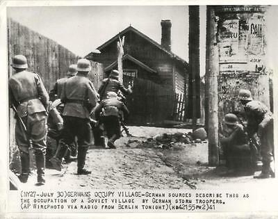 WWII Occupation of a Soviet Village by German Storm Troopers Orig Press Photo