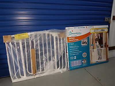 LIKE NEW 97 - 108 cm DREAMBABY Safety Baby Rail Swing Close Security Gate pets
