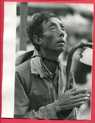 1974 Saigon Vietnam Vietnamese Man Praying Original Press Photo