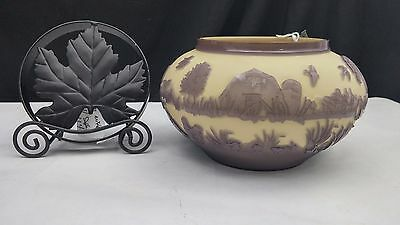 "Chris Carpenter Cameo Glass Pilgrim Potpourri Jar ""The Barnyard""  CC10114"