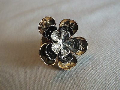 "Beautiful Stretch Cocktail Ring Gold Black Silver Tone Flower 1 1/2"" Face WOW"