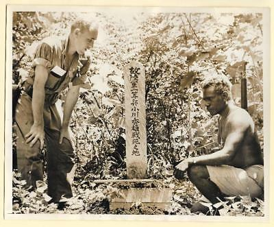 1943 US Forces Occupy Russell Bycee Islands Japanese Grave Original News Photo