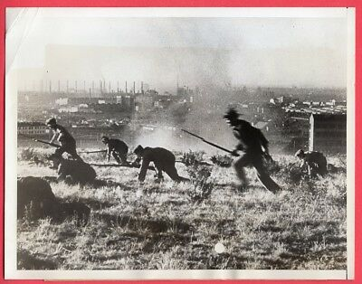 1943 Russian Factory Workers Learning How to Fight 6.5x8.5 Original News Photo