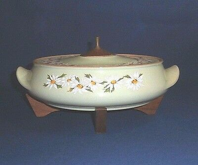 Taylor Smith & Taylor LAZY DAISY Covered Casserole & Stand Green with Daisies