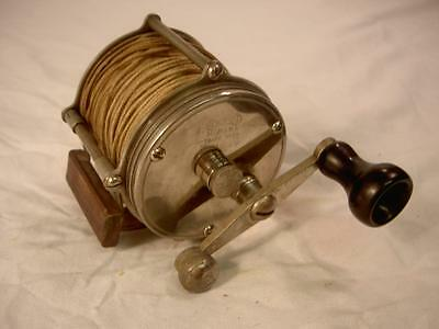 ANTIQUE VINTAGE OLD FISHING PILLAR REEL FOUR BROTHERS MOHAWK 150 lure tackle box