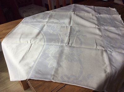 Beautiful Vintage Cream Damask Patterned Table Cloth  Vgc (Q1)