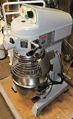 Globe 10-qt SP-10 Mixer with guard, bowl, hook, paddle and whip SN7110282