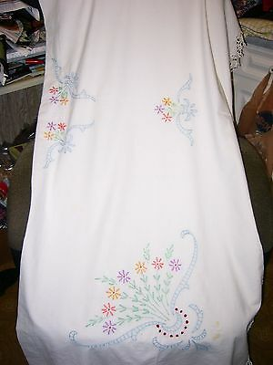 """""""'colorful Daisies Embroidered Tablecloth - Hand Crocheted Hem"""""""" - Vintage"""