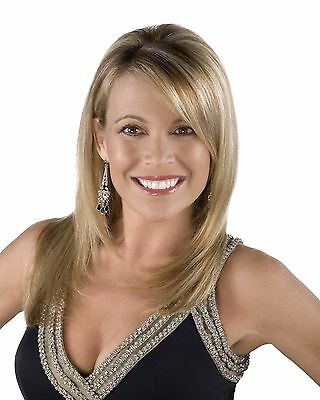 Vanna White / Wheel Of Fortune 8 x 10 / 8x10 GLOSSY Photo Picture