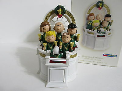 Snoopy Peanuts Charlie Brown Hallmark Christmas Ornament Music And Motion 2007