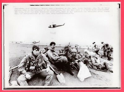 1971 GIs Reactivating Abandoned Khe Sanh Vietnam News Photo