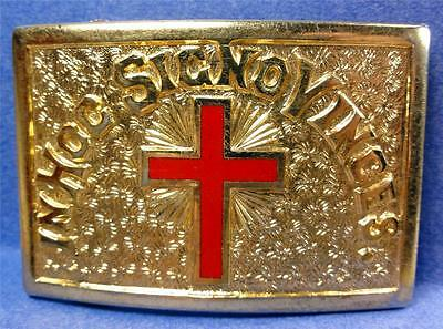 "MASONIC BELT BUCKLE ""IN HOC SIGNO VINCES"" Red Cross/Gold Tone Metal 3""x2"" MEF140"